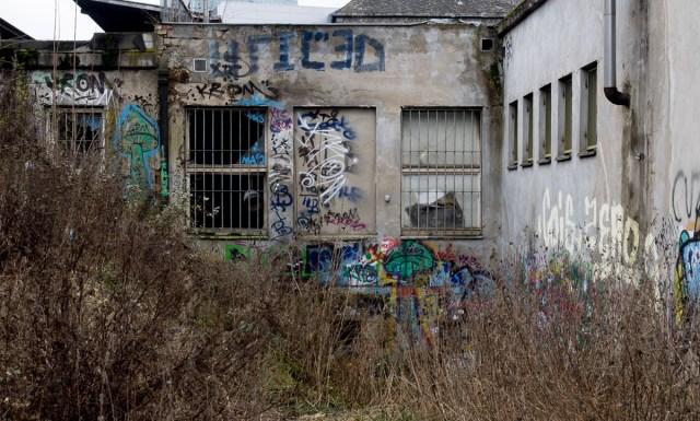 2014-01-29 EM1 Graffiti Frankfurt Ostbahnhof 003