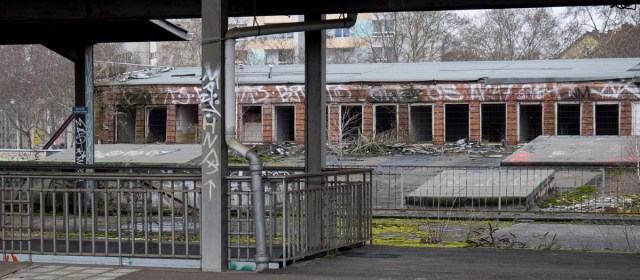 2014-01-29 EM1 Graffiti Frankfurt Ostbahnhof 010