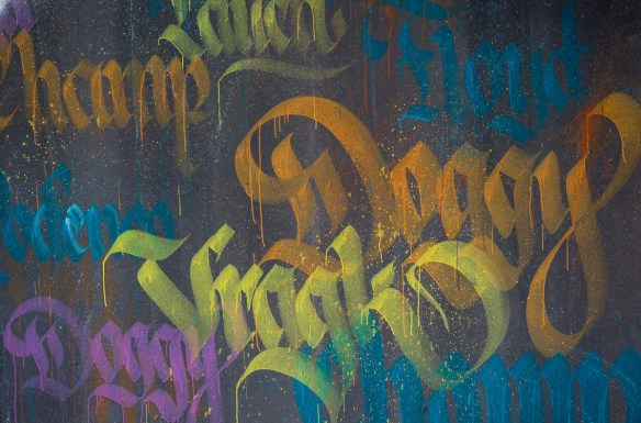 2014-05 EM1 Graffiti Frankfurt Friedensbrücke 007