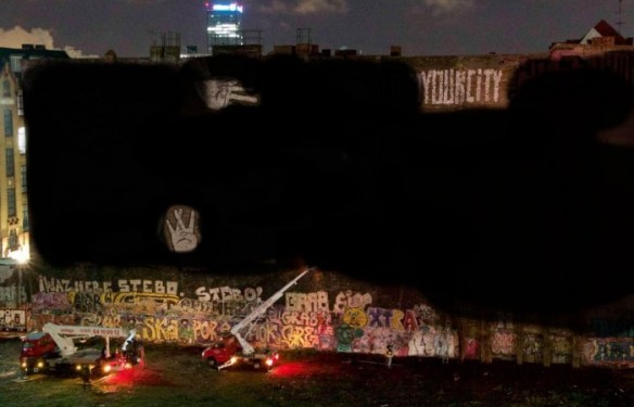 blu-kreuzberg-berlin-art-painted-black-700x450
