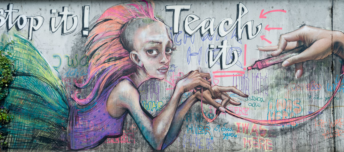 2011-06-21 D700 Graffiti Bad Vilbel Bahndamm 005