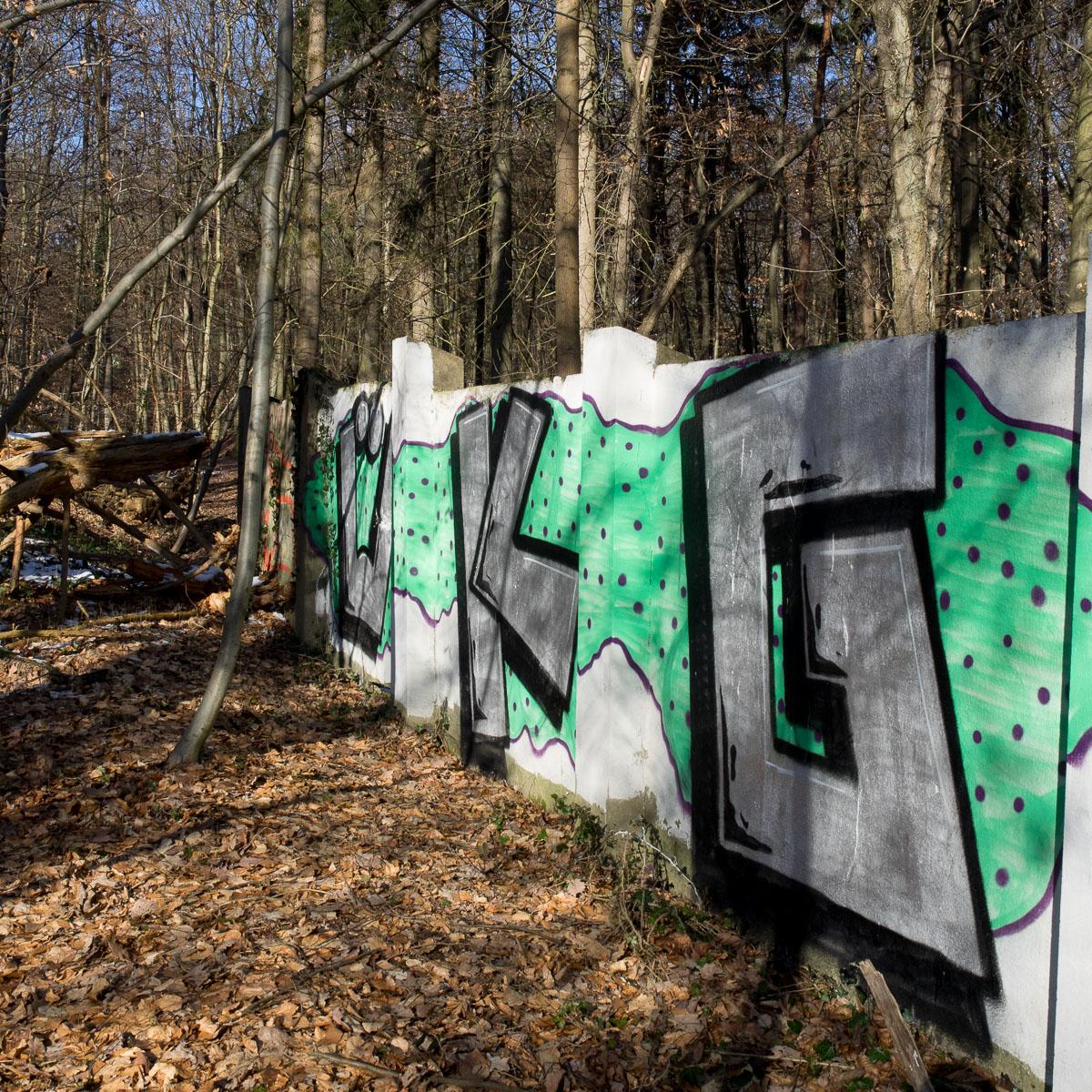 Wiesbaden/Fasanerie - Wenn Street Art in den Wald geht... (Update)