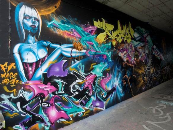 2015-06-18 EM1 Graffiti Mainz-Kastel MOS 2015 0124