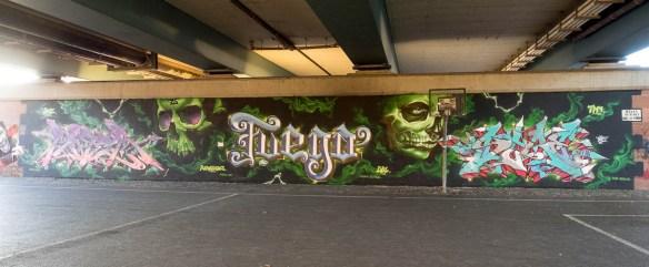 2015-09-29 EM1 Graffiti Frankfurt Friedensbrücke 0002