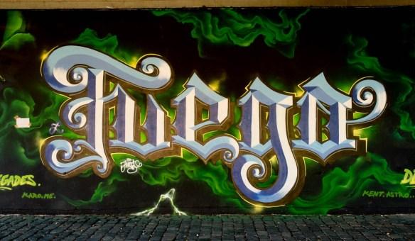 2015-09-29 EM1 Graffiti Frankfurt Friedensbrücke 0009