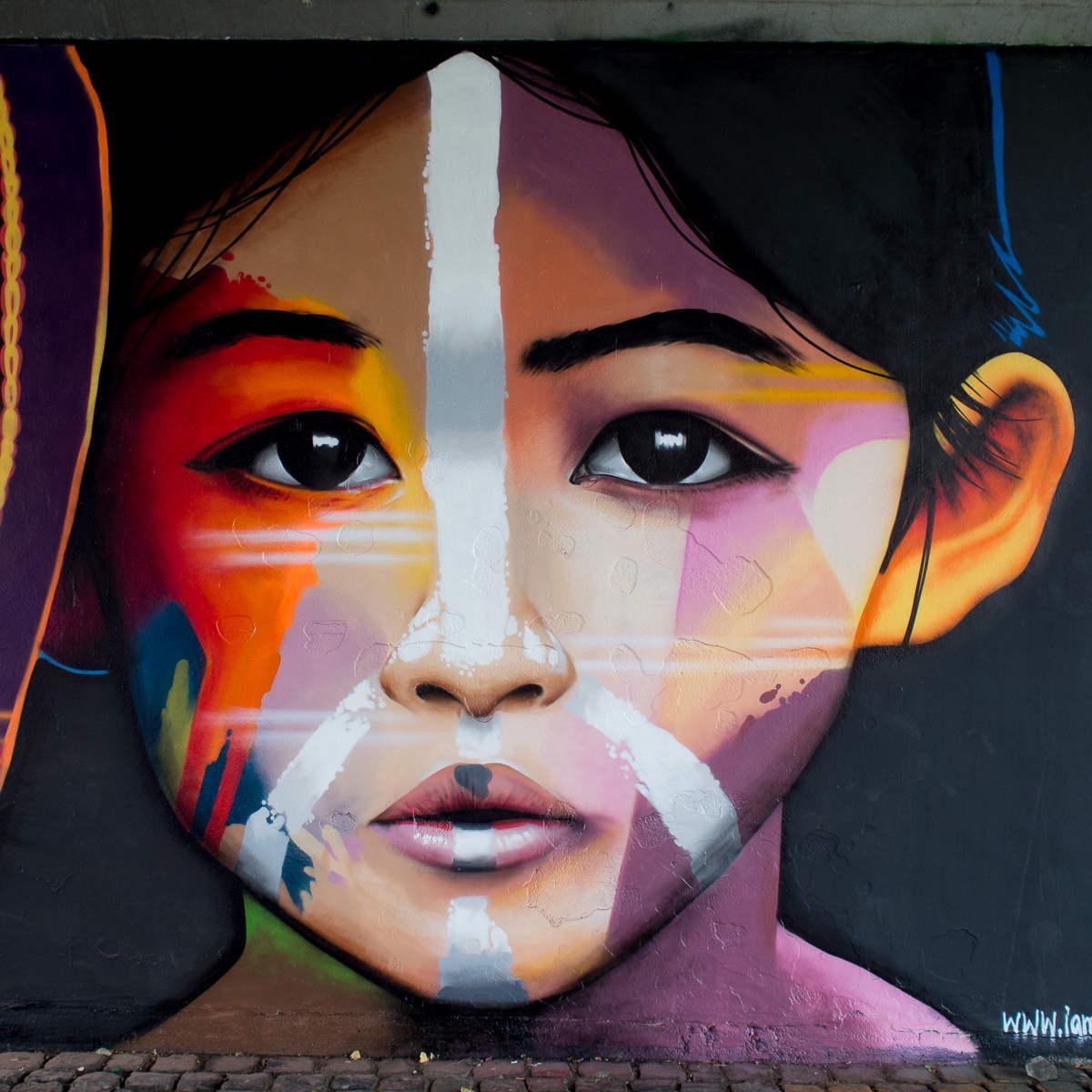 Frankfurt - Graffiti von Cor unter der Friedensbrücke & underARTconstruction 2.0