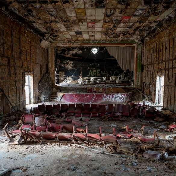 Ruheorte - Globe Theater im Wald (Lost Places / Urbex)