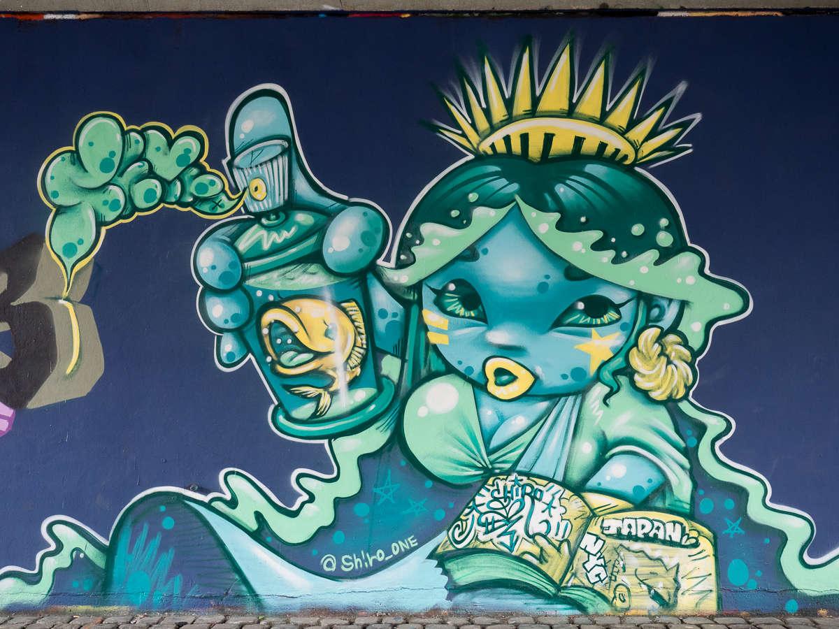 Frankfurt - Graffito aus Japan unter der Friedensbrücke - Shiro_One & PINO
