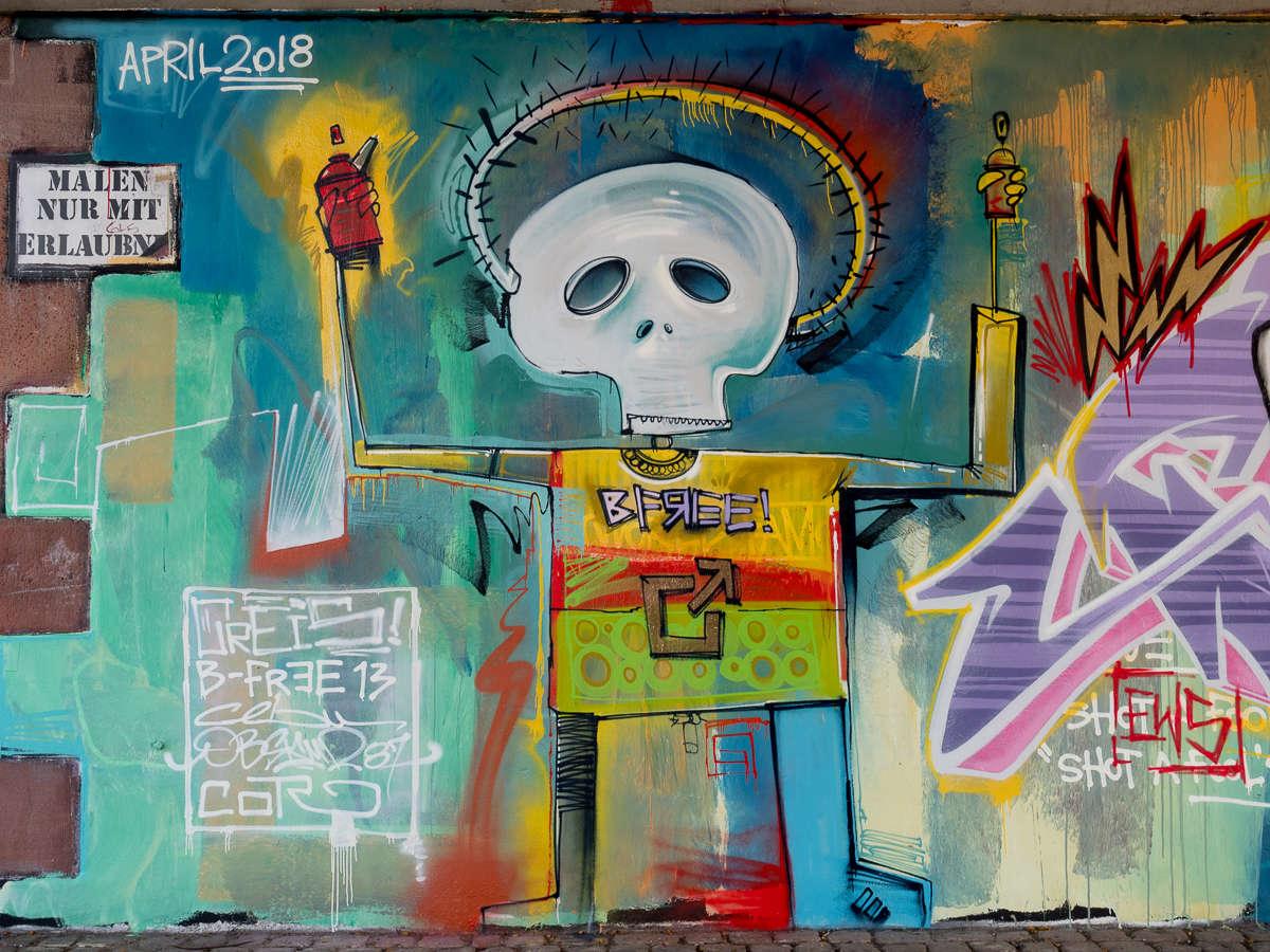 Basquiat Art unter der Friedensbrücke in Frankfurt