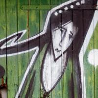 Graffiti und Street Art in Mainz - 6 traurige Mädchen und ein Klebemonster