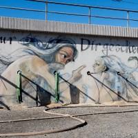 Artwork von Herakut am Bahndamm in Bad Vilbel
