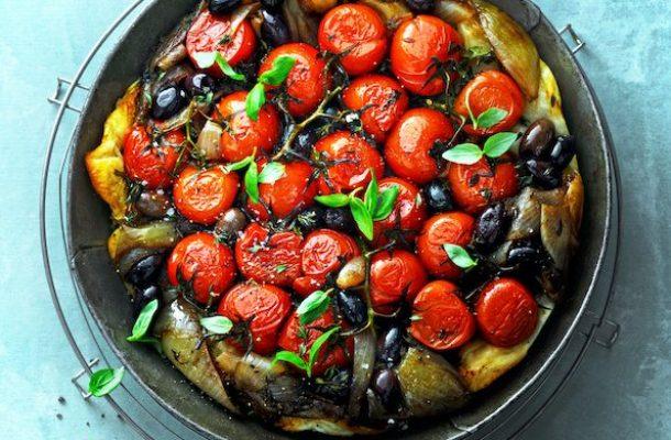 Vegan tomato tarte tatin