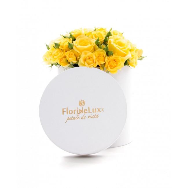 cutie cu flori de paste galben