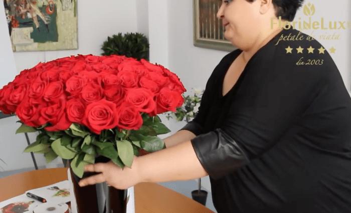Ana Chira realizand un buchet de 101 trandafiri impecabil!