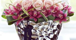aranjament craciun cu trandafiri si orhidee