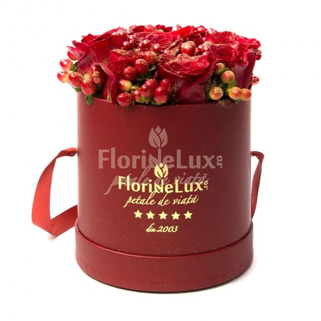 cutie rosie cu flori rosii si glitter auriu