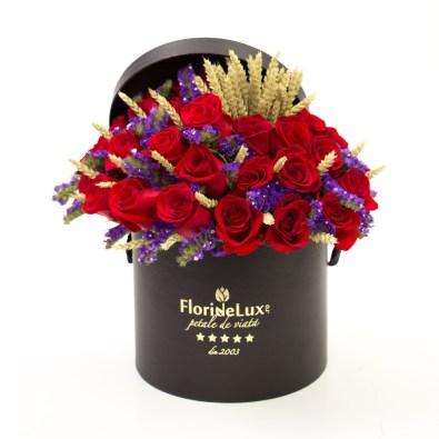 Cutie cu trandafiri roșii și spice de grâu, doar 499,99 RON!