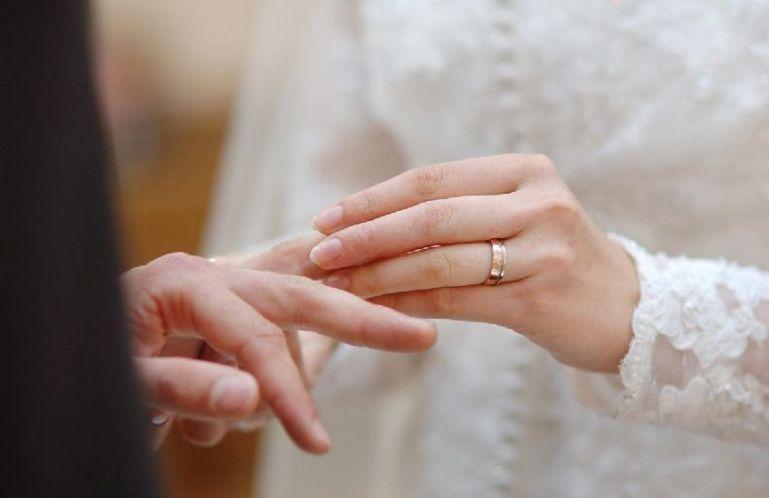 Ученые выяснили, как кольца на пальцах влияют на здоровье