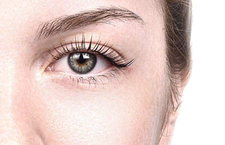 Как красить ресницы без вреда для глаз?