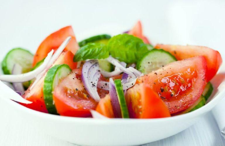 Как выбрать закуску и первое блюдо в ресторане: овощи и салат