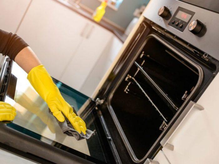 Как отмыть дверцу духовки