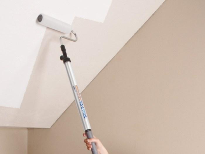 Как покрасить потолок?