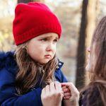 Что делать, если ребенок боится общества и испытывает смущение