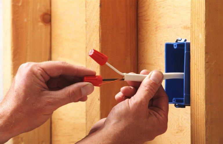 Как заменить электропроводку в доме?