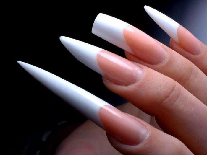 Что может сказать о девушке маникюр и форма ногтей?