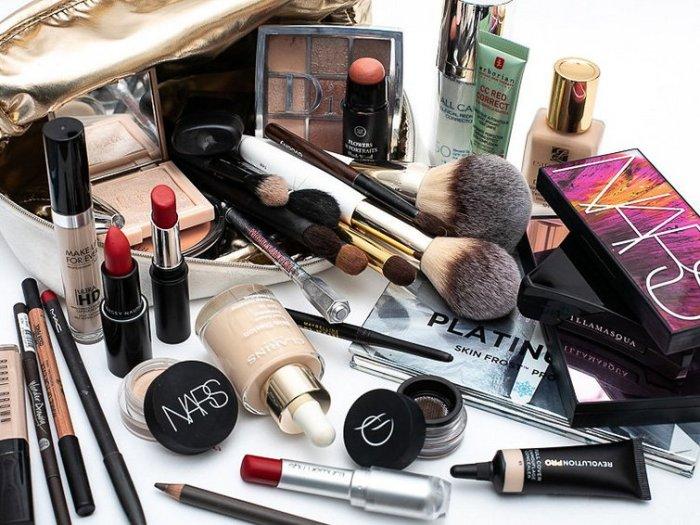 Собираем косметичку в отпуск: советы визажиста