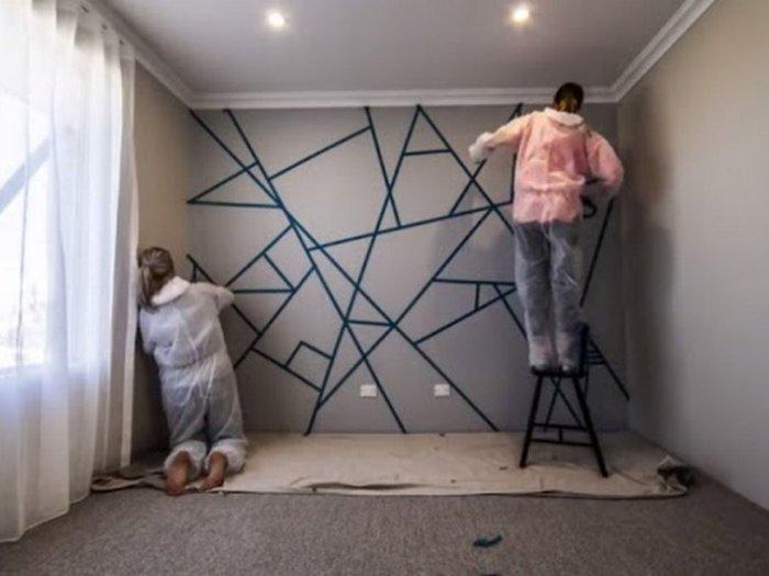 Лайфхак с малярным скотчем, чтобы покрасить стены в геометрические фигуры