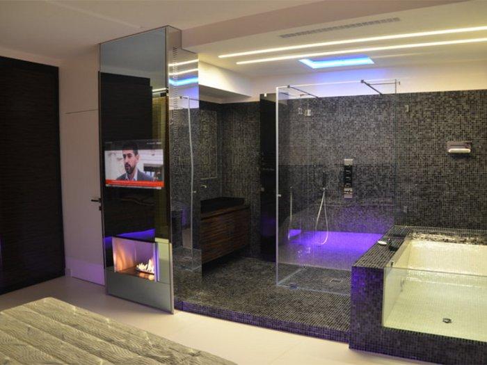 Современные гаджеты для ванной в стиле хай-тек