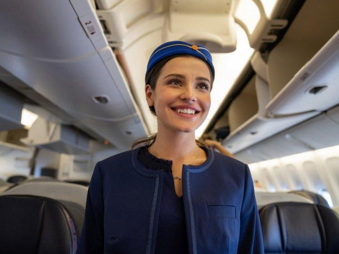 7 вещей, на которые стюардессы обращают внимание, когда пассажир входит на борт