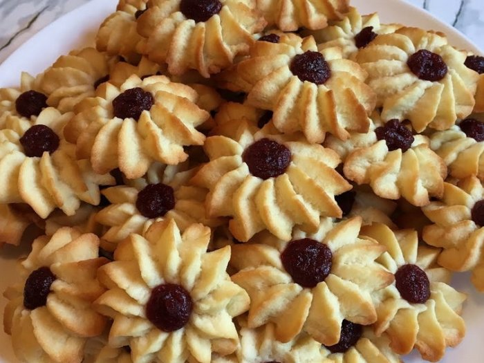 Песочное печенье на маргарине «Кольцо с кремом»