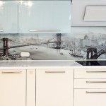 Какой стеклянный фартук для кухни выглядит стильно