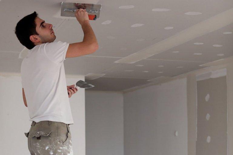 Учимся шпаклевать стены и потолок