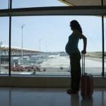 Безопасно ли летать во время беременности? Вот что говорит врач