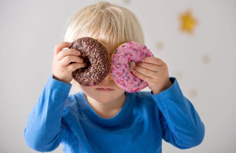 Фруктоза из газировки и мороженого разрушает печень ребенка