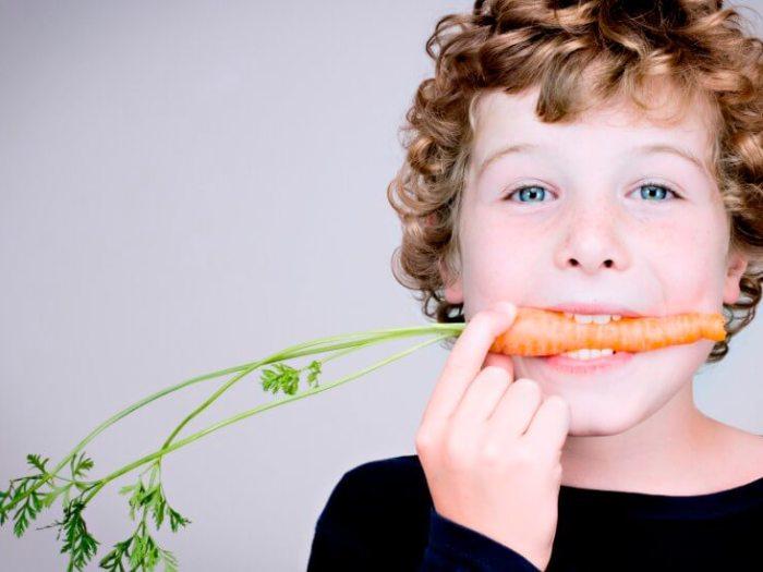 Как можно приучить ребенка к правильному и здоровому питанию?