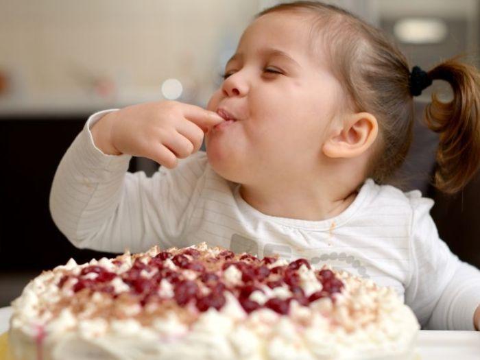 Какие сладости полезны детям, а какие вредны?