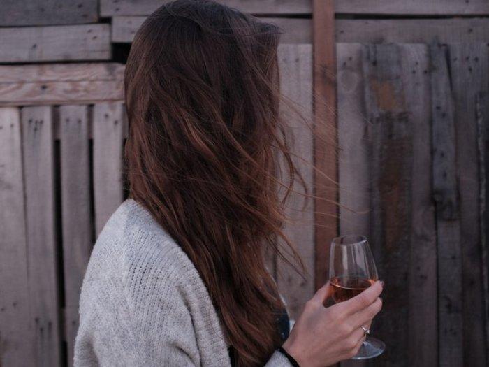 Почему возникает тяга к алкоголю и сладкому: научный ответ