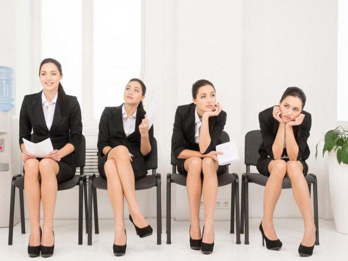Язык тела: то, как обычно сидит женщина, может рассказать о ее характере