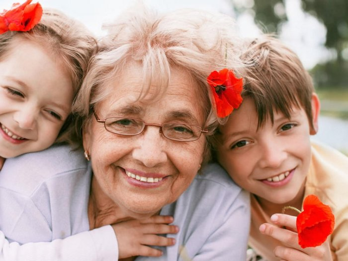 Бабушка балует ребенка. Что делать?