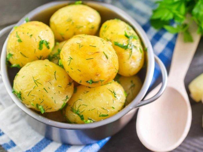 Картошка чернеет после варки – почему и что делать