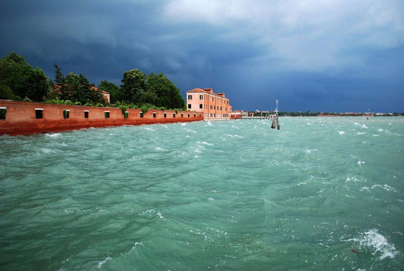 010_LOWRES__Lightscape-Venice, June storm_Lightscape_studio Dossofiorito_credits Dossofiorito