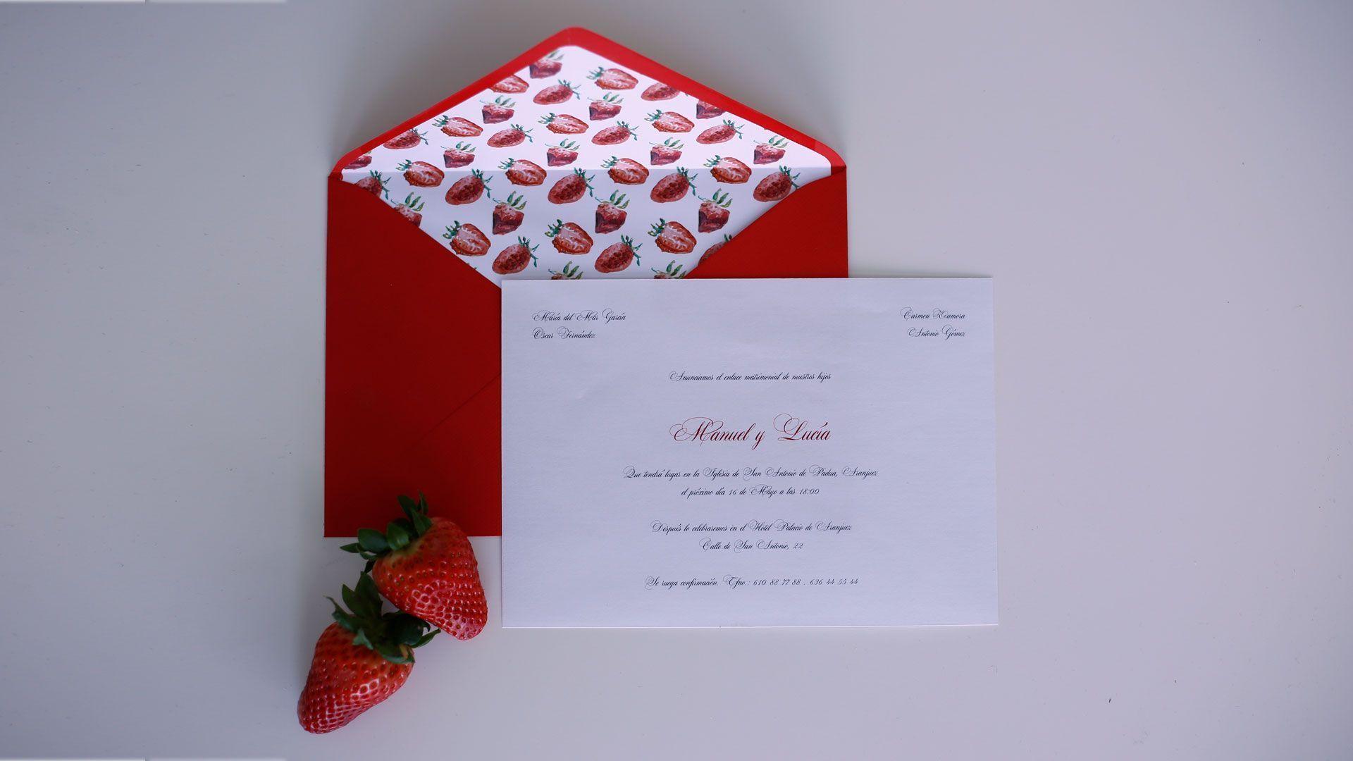 sobre forrado fresas e invitacion clasica