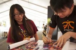 Mushi signing autographs