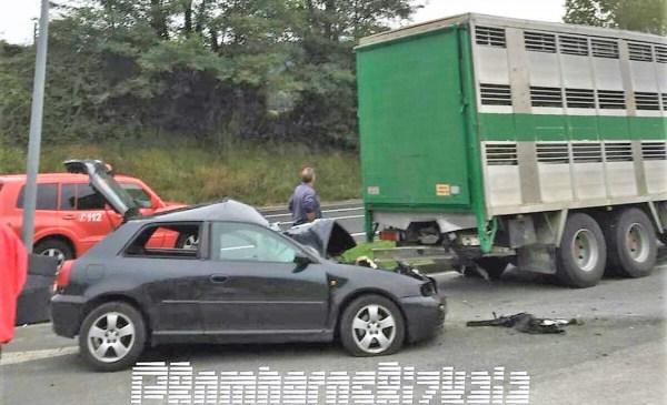 Imagen del accidente de esta mañana en Berriz FOTO: Bomberos de Bizkaia