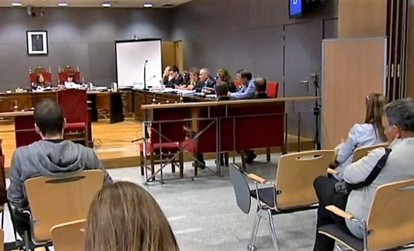 Instantes previos al comienzo del juicio de hoy en Bilbao