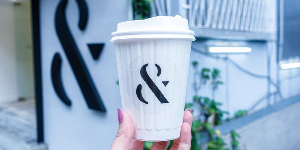 東區咖啡廳推薦|FOMO COFFEE咖啡外帶吧 黑&白的對比 姐妹倆的暖心小店